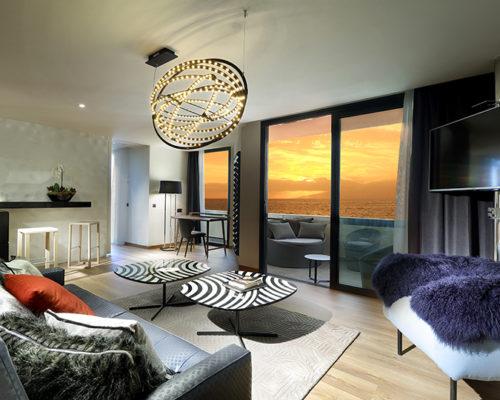 Copernico black suspension installed in a contemporary living room